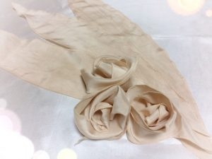 びわの葉染シルク布