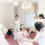 ウェディングドレスで自分と結婚祝いダンス